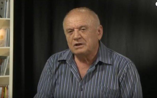 Avraham Sharir, ancien diplomate israélien et ancien ministre du Likud, en août 2014. (Crédit : capture d'écran YouTube)