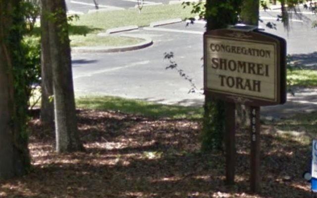 Une photo du panneau à l'extérieur de la synagogue Shomrei Torah à Tallahassee, en Floride. (Crédit : Capture d'écran Google Maps)
