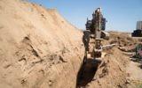 Un tunnel du Hamas entrant en Israël depuis la bande de Gaza découvert par l'armée israélienne, le 5 mai 2016. (Crédit : unité des porte-paroles de l'armée israélienne)