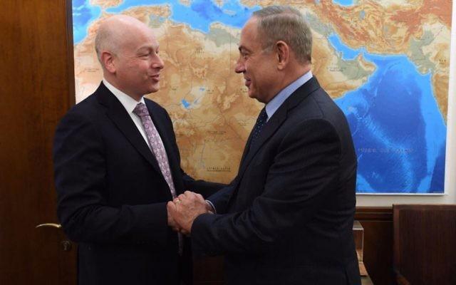 Jason Greenblatt et le Premier ministre Benjamin Netanyahu, le 13 mars 2017. (Crédit : GPO)