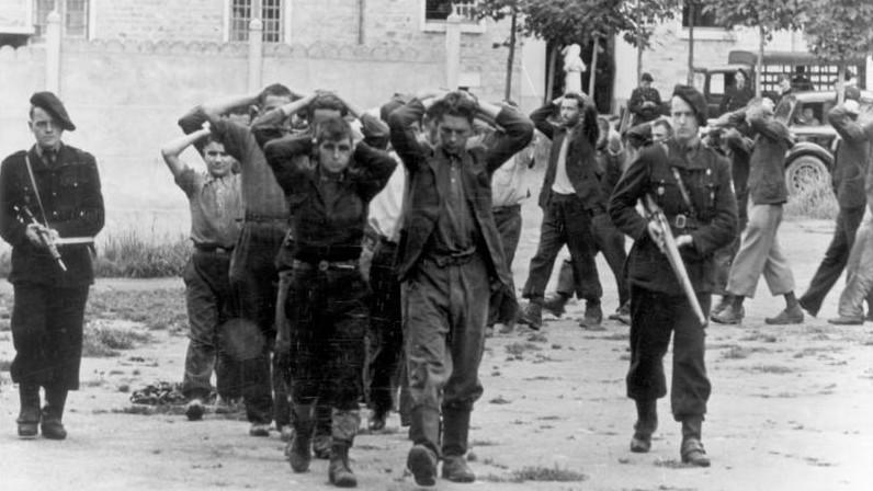 Des résistants français détenus par des milices du régime de Vichy, durant la Seconde Guerre Mondiale. (Crédit: CC-BY-SA German Federal Archive Wikimedia Commons)