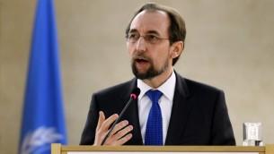 Zeid Raad Al Hussein, Haut-Commissaire aux droits de l'Homme, à Genève, le 16 octobre 2014. (Crédit : Fabrice Coffrini/AFP)