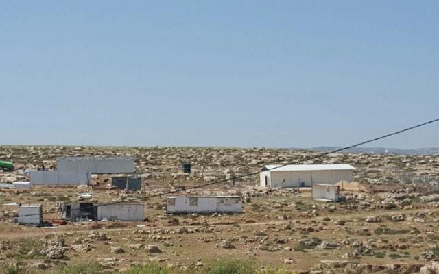 Illustration : Un nouvel avant-poste construit près de l'implantation d' Adam, à l'ouest de Ramallah, en Cisjordanie, le 19 avril 2017. (Crédit : autorisation/La Paix Maintenant)