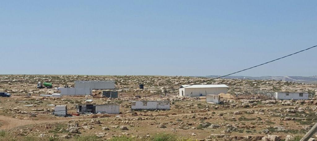Un nouvel avant-poste construit près de l'implantation d' Adam, à l'ouest de Ramallah, en Cisjordanie, le 19 avril 2017. (Crédit : autorisation/La Paix Maintenant)