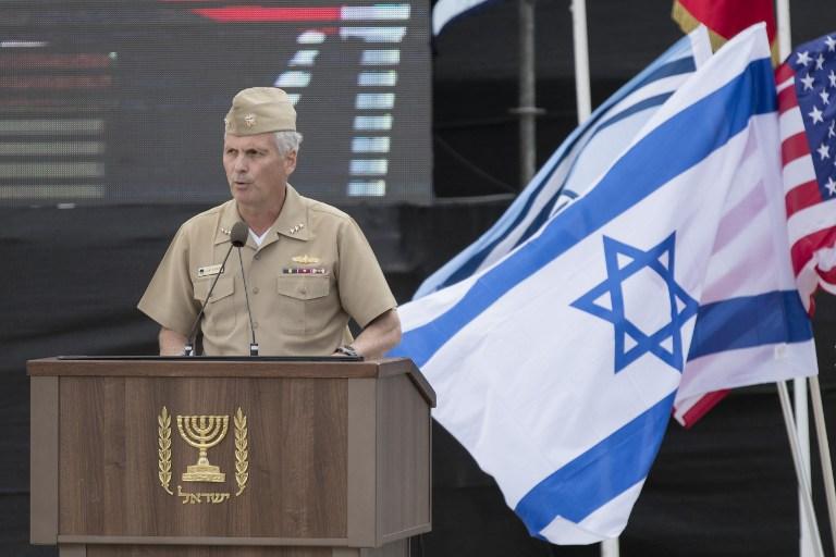 Le vice-amiral américain James Syring, directeur de l'Agence de défense anti-missile du département de la Défense, pendant l'inauguration du système Fronde de David, à la base aérienne Hatzor, le 2 avril 2017. (Crédit : Jack Guez/AFP)