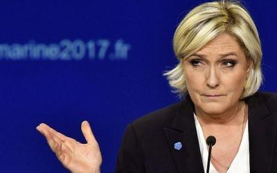 Marine Le Pen, candidate du Front National à la présidentielle française, pendant un meeting électoral à Bordeaux, le 2 avril 2017. (Crédit : Georges Gobet/AFP)