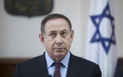Le Premier ministre Benjamin Netanyahu pendant la réunion hebdomadaire du cabinet dans ses bureaux, à Jérusalem, le 9 avril 2017. (Crédit : Abir Sultan/AFP)