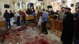 Site d'un attentat à la bombe contre une église copte égyptienne à Tanta, dans le delta du Nil, le jour du dimanche des Rameaux, le 9 avril 2017. (Crédit : AFP/STRINGER)