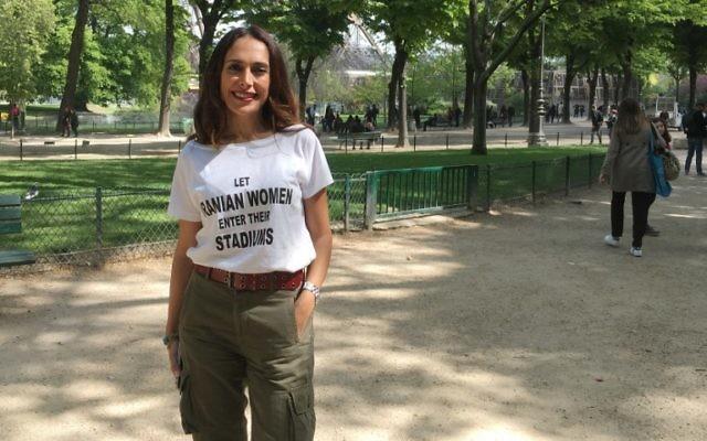 La militante belgo-iranienne Darya Safai à Paris, le 14 avril 2017. (Crédit : Jessica Lopez/AFP)
