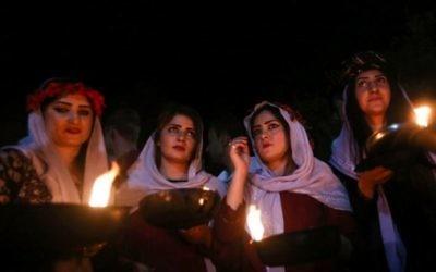 Cérémonie du Nouvel an de la communauté yazidie irakienne, devant le temple Lalish, près de Dohuk, le 18 avril 2017. (Crédit : Safin Hamed/AFP)