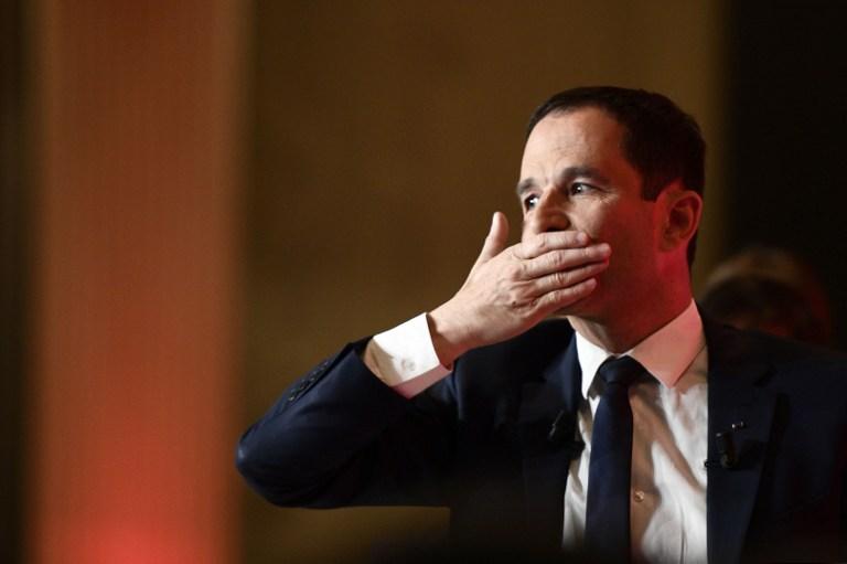 Benoit Hamon, candidat du PS, après son discours de défaite à la Mutualité, au soir du premier tour de l'élection présidentielle française, le 23 avril 2017. (Crédit : Martin Bureau/AFP)