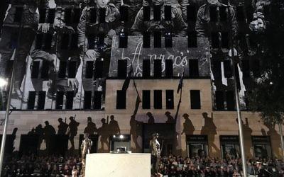 Commémoration de l'Anzac Day à Sydney, en Australie, le 25 avril 2017. (Crédit : Daniel De-Cartel/AFP)