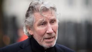 Roger Waters, ancien du groupe britannique Pink Floyd, devant l'ambassade américaine de Londres, le 13 février 2015. (Crédit : Leon Neal/AFP)