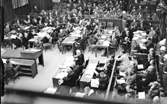 Une photo de la salle du tribunal de Nuremberg datant du mois de novembre 1945 où Hersch Lauterpacht a apporté sa contribution au dossier contre le nazi Hans Frank. (Autorisation)