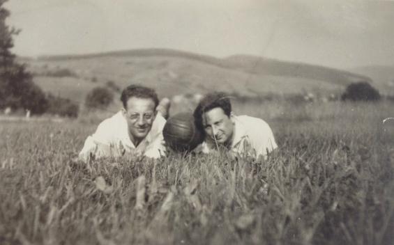 Le grand-père de Philippe Sands, Leon Buchholz aux côtés de Max en 1936. (Autorisation)
