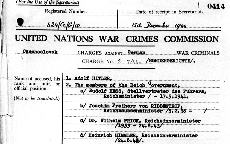 Ce document montre qu'en 1944, la commission des crimes de guerre des Nations Unies avait cherché à inculper d'éminents nazis (UNWCC)