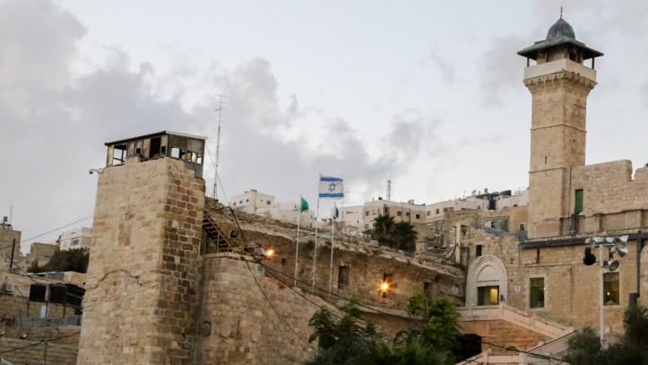 Le Tombeau des Patriarches à Hébron, en Cisjordanie. Illustration. (Crédit : Gershon Elinson/Flash90)