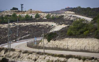 Une vue du Liban depuis le côté israélien de la frontière situé à proximité de Rosh Hanikra, dans le nord-ouest d'Israël, le 10 novembre 2016. (Crédit : Doron Horowitz/Flash90)