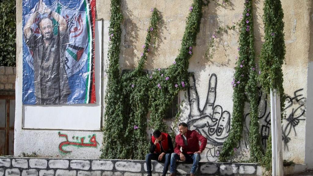 Une affiche de Marwan Barghouthi dans les rues de Naplouse, en Cisjordanie, le 7 décembre 2016. (Crédit : Nasser Ishtayeh/Flash90)