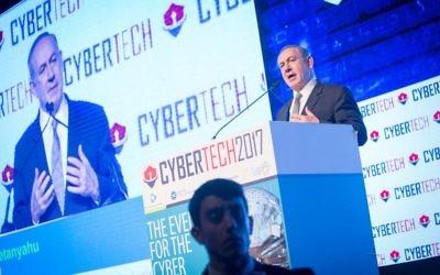 Le Premier ministre Benjamin Netanyahu pendant la conférence Cybertech de Tel Aviv, le 31 janvier 2017. (Crédit : Miriam Alster/Flash90)