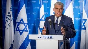 Yair Lapid, président du parti Yesh Atid, lors d'une conférence de presse, le 3 avril 2017. (Crédit : Flash90)