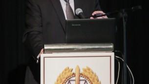 Le procureur général Avichai Mandelblit prend la parole lors d'une conférence sur le droit du conflit armé aux abords de Tel Aviv, le 25 avril 2017. (Crédit : Roy Alima/Flash90)