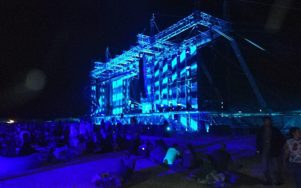 Le concert de Jean-Michel Jarre à la mer Morte, au pied de la forteresse de Massada, le 6 avril 2017. (Crédit : Michael Nedjar)