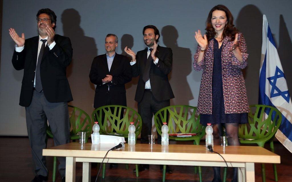 (De g à d) Meyer Habib, Emmanuel Navon, Julien Ravalais Casanova et Valérie Boyer participent au meeting de soutien pour François Fillon à Tel Aviv, le 21 avril 2017, en Israël (Crédit : Gideon Markowicz)