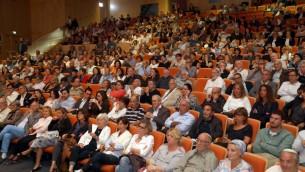 Les personnes qui ont assisté au meeting de soutien François Fillon à Tel Aviv, le 21 avril 2017, en Israël (Crédit : Gideon Markowicz)