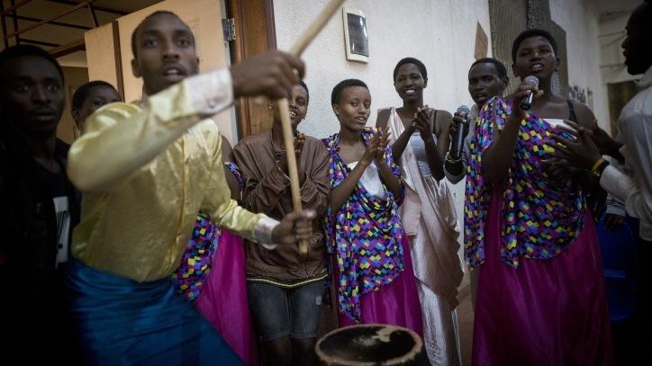 Des jeunes rwandais de l'Agahozo Shalom Youth village, une communauté résidentielle au Rwanda, le 17 février 2017. (Crédit : Miriam Alster/FLASH90)