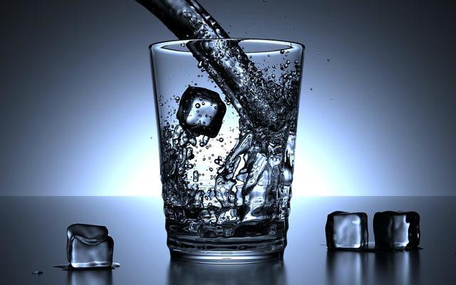 Un verre d'eau (Crédit : Pixabay free images)