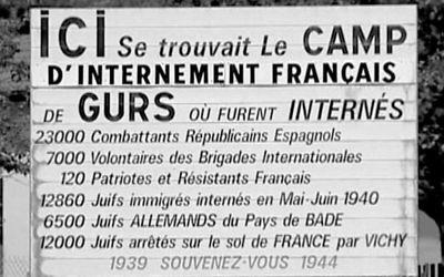 Affiche appelant le passant à se souvenir des victimes du camp de  concentration de Gurs en France, où  furent envoyés les premiers raflés du Vel d'Hiv, avant même la création du gouvernement de Vichy (Crédit: DR)