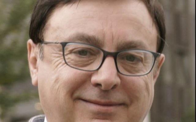 Jean-François Jalkh, nouveau président par intérim, du FN remet en question l'usage du Zyklon B durant la Shoah. (Crédit : Polomartini/Wikimedia Commons)