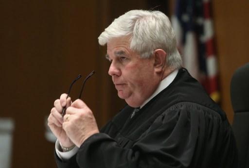 Le juge Scott M. Gordon, a rejeté une demande de Roman Polanski de revenir aux Etats-Unis sans être arrêté pour avoir violé une mineure en 1977, au tribunal de Los Angeles, le 3 avril 2017. (Crédit : Frederick M. Brown/Getty Images/AFP)