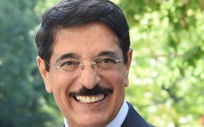 Hamad ben Abdulaziz al-Kawari, ancien ministre qatari de la Culture. (Crédit : Wikimedia/Creative Commons)