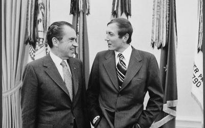 Le président américain Nixon avec le poète russe Yevheny Yevtushenko, le 3 avril 1972. (Crédit : Oliver F. Atkins/domaine public/WikiCommons)