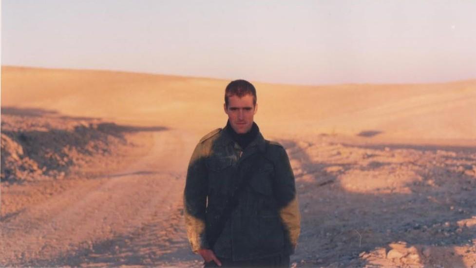 Matti Friedman pendant son service militaire au sein de l'armée israélienne, à la fin des années 1990. (Crédit : autorisation de Matti Friedman)