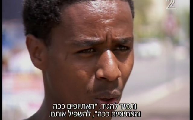 Damas Pakada, le soldat de l'armée israélienne né en Ethiopie qui a été agressé par la police à Holon, le 27 avril 2015. (Crédit : capture d'écran Deuxième chaîne)