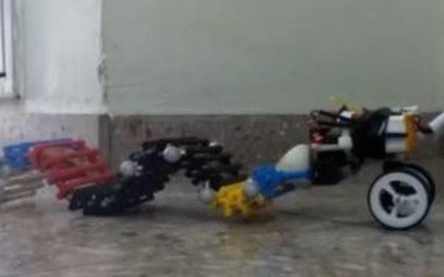 Le robot SAW, conçu par les scientifiques de l'université Ben Gurion. (Crédit : capture d'écran YouTube)