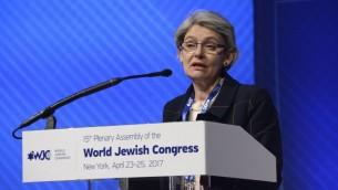 Irina Bokova, directrice générale de l'UNESCO au Congrès juif mondial à New York le 24 avril 2017. (Crédit : Shahar Azran)