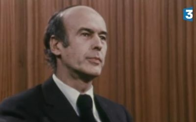 Valérie Giscard d'Estaing lors de son débat face à François Mitterrand lors de l'entre deux tours des élections présidentielles en 1981 (Crédit : capture d'écran France 3)