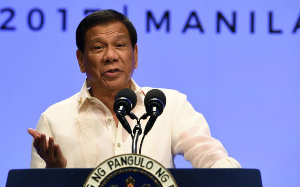Rodrigo Duterte, président des Philippines, pendant une conférence de presse à la fin du sommet de l'ASEAN à Manille, le 29 avril 2017. (Crédit : Ted Aljibe/AFP)