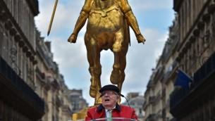 Jean-Marie Le Pen, lors de son hommage annuel à Jeanne d'Arc, le 1er mai 2017. (Crédit: Christophe Archambault/AFP)