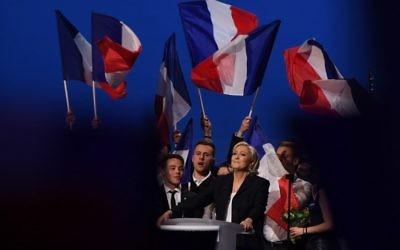 Marine Le Pen, candidate du FN, pendant son grand meeting de l'entre-deux tours au Parc des Expositions de Villepinte, le 1er mai 2017. (Crédit : Alain Jocard/AFP)