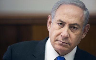 Le Premier ministre Benjamin Netanyahu pendant la réunion hebdomadaire du gouvernement à Jérusalem, le 7 mai 2017. (Crédit : Oded Balilty/Pool/AFP)