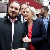 Marine Le Pen avec un de ses partisans à la sortie de son QG de campagne, au jour du second tour de l'élection présidentielle française, le 7 mai 2017. (Crédit : François Guillot/AFP)