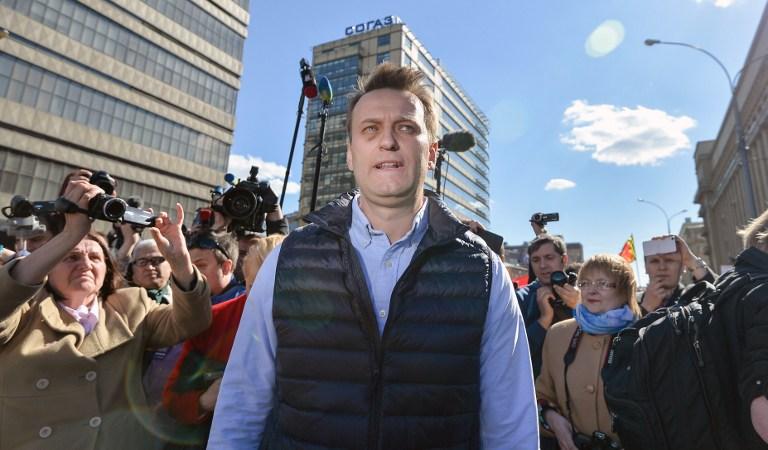 Alexei Navalny, leader de l'opposition russe, pendant une manifestation à Moscou, le 14 mai 2017. (Crédit : Ivan Vodopyanov/AFP)