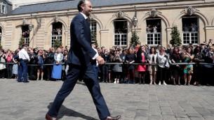 Edouard Philippe, nouveau Premier ministre français, à l'hôtel Matignon, à Paris, le 15 mai 2017. (Crédit : Joël Saget/AFP)