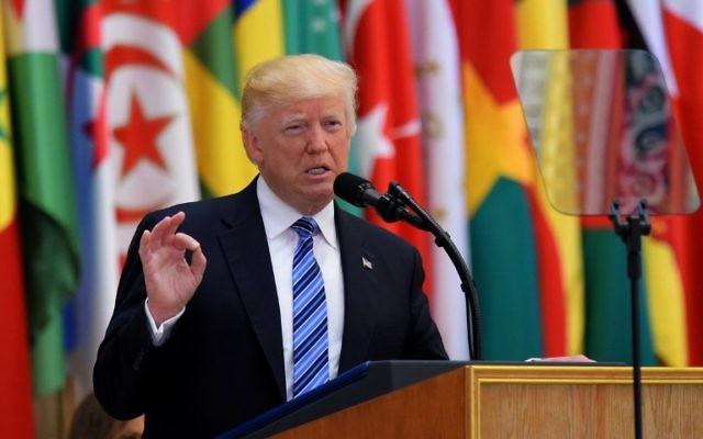 Le président américain Donald Trump pendant le sommet arabo-islamico-américain à Ryad, en Arabie saoudite, le 21 mai 2017. (Crédit : Mandel Ngan/AFP)
