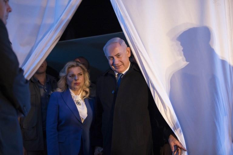 Le Premier ministre Benjamin Netanyahu et son épouse Sara pendant la cérémonie du 50e anniversaire de la réunification de Jérusalem, le 21 mai 2017. (Crédit : Abir Sultan/Pool/AFP)